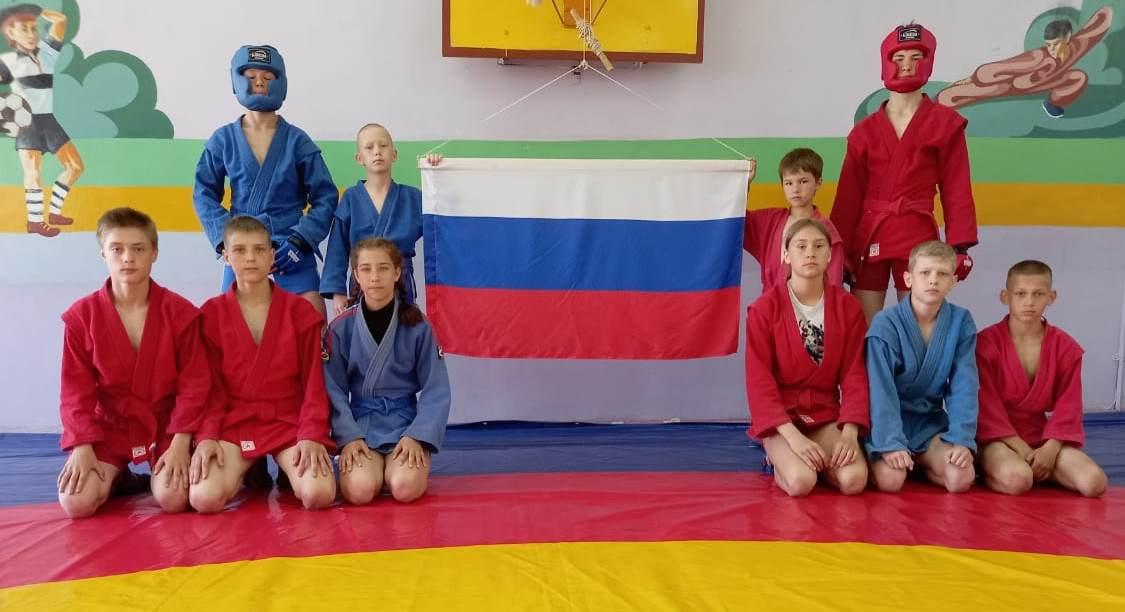 Показательные выступления по самбо ко Дню России